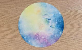 宇宙クラゲと丸いキャンバス