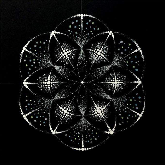 織葉さんの点描曼荼羅の模写